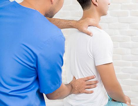 Una seduta di osteopatia