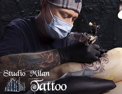 tatuaggio in bianco e nero_N