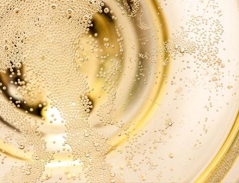 Champagne o Franciacorta e plateau di frutti di mare