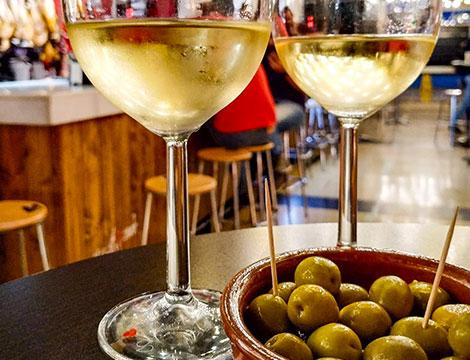 Degustazione di vini con stuzzichini per 2 o 4 persone