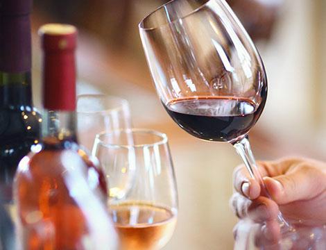 Degustazione vini e prodotti tipici con bottiglia in omaggio all'Azienda Vinicola Valetti
