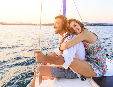 Escursione in barca a vela di giorno o notturna per 1 o 2 persone
