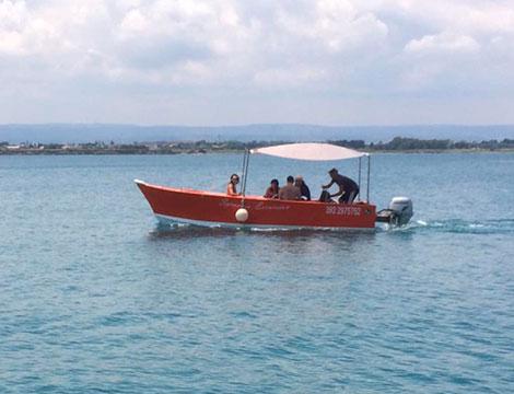 Esperienza in yacht di 4 ore da 2 a 8 persone