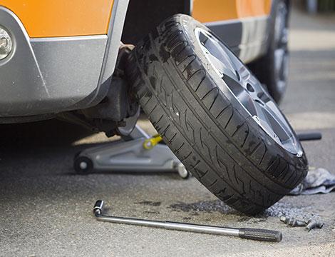 Smontaggio e montaggio gomme, check up auto e convergenza