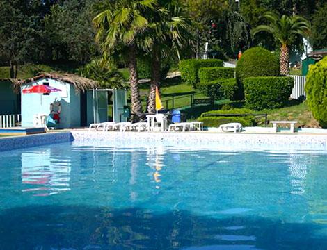 Ingresso giornaliero piscina con lettino e colazione