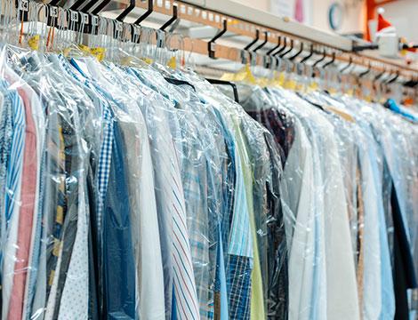Lavaggio e stiro piumoni, camicie e giubbotti