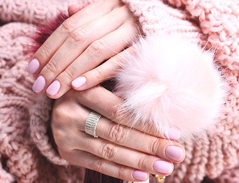 Manicure con smalto classico o semipermanente