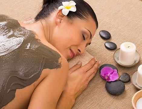 Massaggio anticellulite con fango o massaggi con tecnica orientale