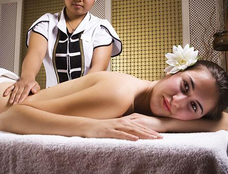 Un massaggio thai da 40 minuti e uno scrub corpo