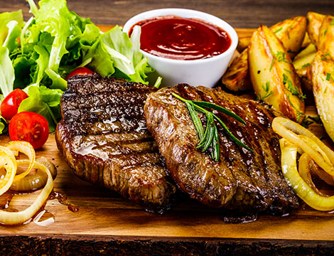 Menu di carne con dolce e vino per 2 o 4 persone al Ristorante La Fenice