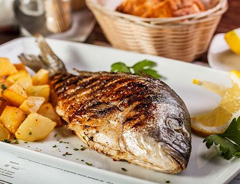 Menu di pesce alla carta con vino per 2 o 4 persone all'Antica Osteria Della Pace