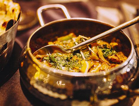 Menu indiano di pollo, pesce, agnello o vegetariano