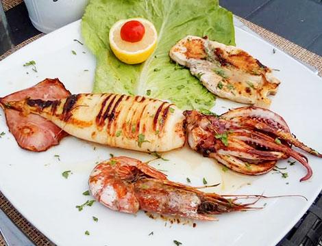 Menu di pesce da 4 portate con calice o bottiglia di vino per 2 persone Al Carlotta