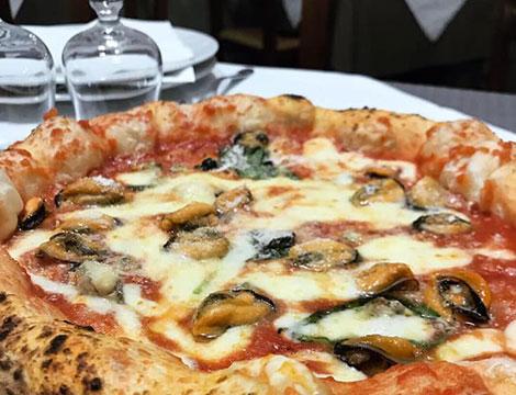 Menu pizza con antipasto, dolce e birra per 2 o 4 persone