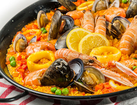 Menu spagnolo con paella, dolce e sangría per 2 o 4 persone da Olé Tapas & Vino