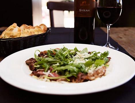 Menu tipico romano con vino