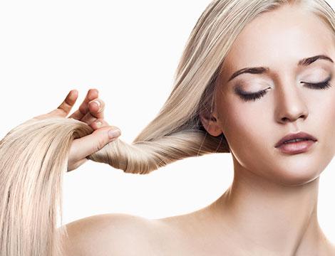 Pacchetto capelli con taglio, piega, trattamento e colore