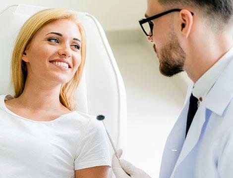 Visita odontoiatrica con pulizia dei denti