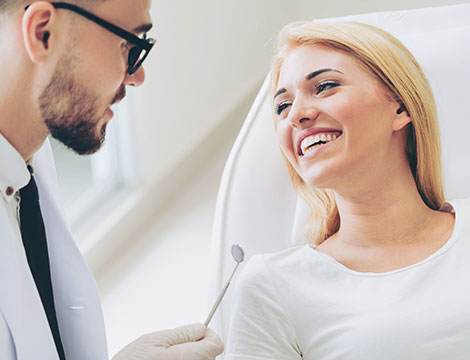 Visita specialistica con pulizia dentale e smacchiamento