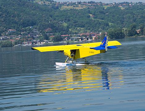 Pilota un idrovolante