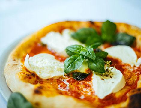Menu pizza napoletana a scelta con dolce e caffè Torino
