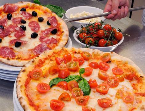 pizza pomodorini salame Trattoria Pizzeria Maistiello_N