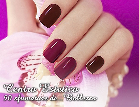 Ricostruzione unghie con manicure_N