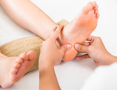 Una seduta di Riflessologia piede con massaggio specifico