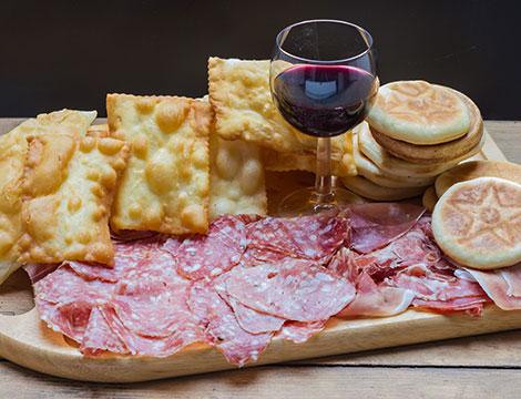 Ristorante La Nuova Alba: gnocco fritto e pizza