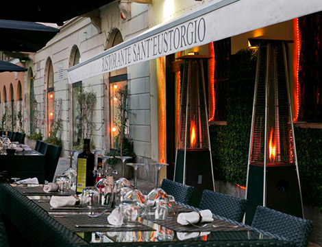 Sant Eustorgio menu con bottiglia di vino in Colonne