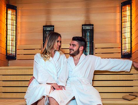 Una seduta di sauna a raggi infrarossi