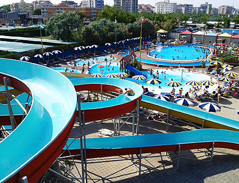 Spiaggia e parco acquatico idrofollie ingresso scontato for Bagni 05 pesaro