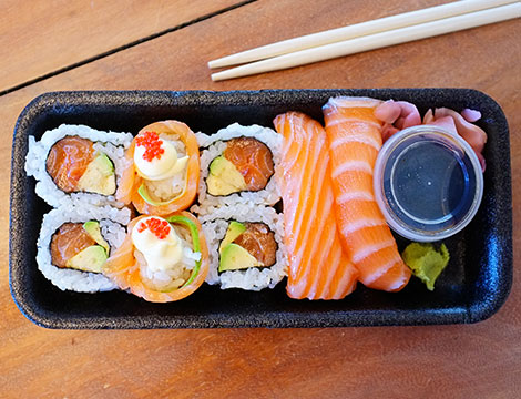 Un sushi box take away da 60 pezzi al ristorante Ichiro