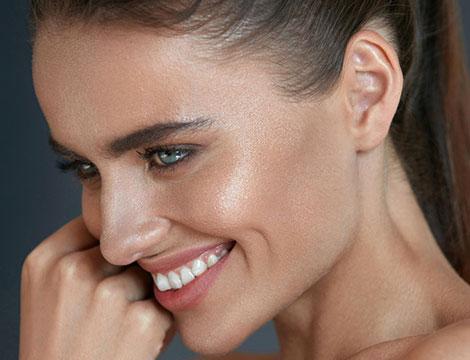 Trattamenti illuminanti viso all'acido mandelico