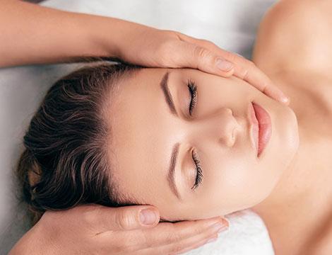 Un trattamento viso royal massage