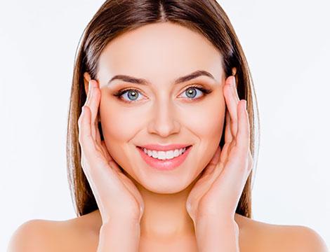 Trattamento viso con acidi rigeneranti