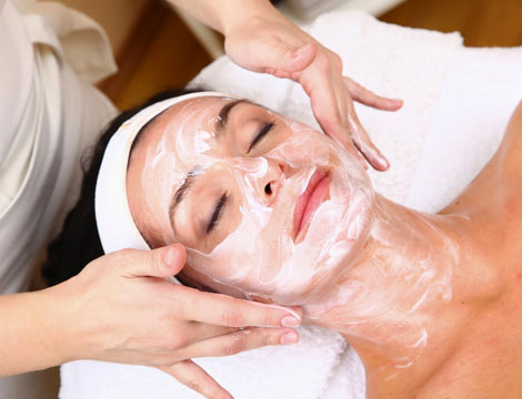 Trattamento viso con massaggio spalle/collo
