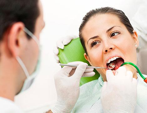 Visita con igiene dentale