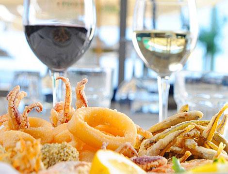 Menu di pesce di 5 portate più calice di vino_N