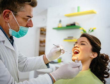 Vista odontoiatrica con pulizia, smacchiamento e sbiancamento LED