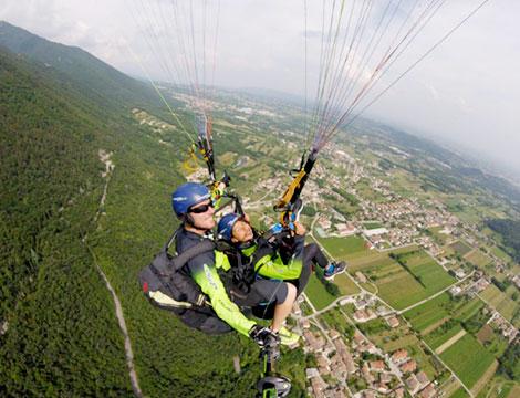 Volo in parapendio biposto per una o 2 persone con Airsports Montegrappa