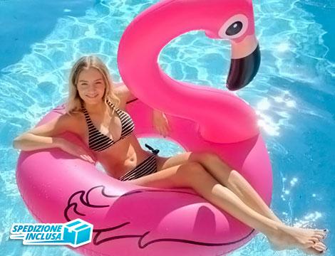 Fenicottero rosa gonfiabile gigante in piscina