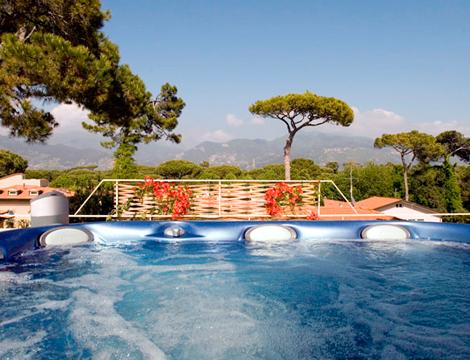 Forte dei marmi hotel Viscardo la piscina