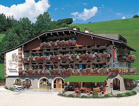 Hotel Edelweiss sul lago di Braies