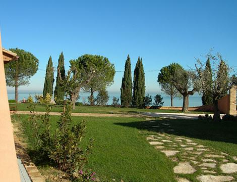 Marche Villa dei Ricordi il giardino