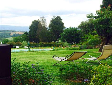 agriturismo a Todi piscina e giardino